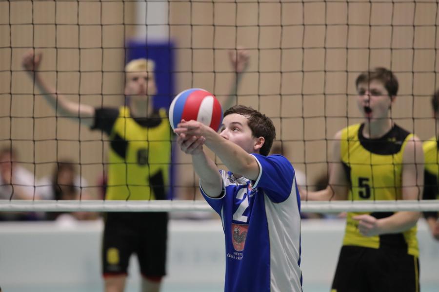 Přihrávka přehraného míče R. Vovk